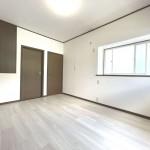 ■収納付きの明るい洋室!