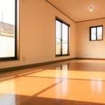 ■陽当たりサンサンの広々10.5帖の洋室です♪