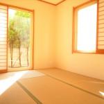■南向きの6帖和室は陽当たり良好、和みの空間!