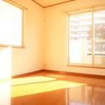■陽当たりサンサンの南東側洋室です!